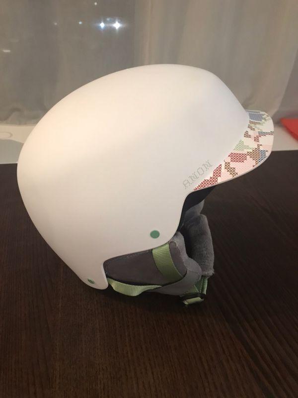 Ski helmet for woman